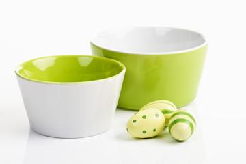 Ostern, Keramikschälchen, Ostereier, Kunststoff Eier
