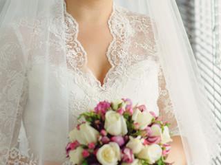 Elegant Lace Neckline