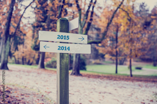 canvas print picture Opposite directions towards year 2014 and 2015