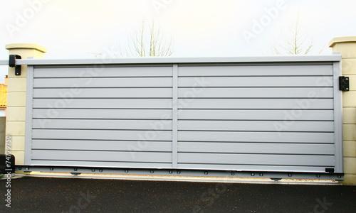 portail moderne en aluminium gris - 74779750
