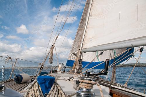 Foto op Aluminium Zeilen Barca a Vela