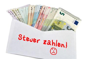 Geldscheine im Briefumschlag - Steuer zahlen!