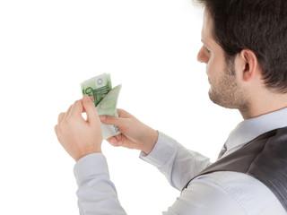 Mann zählt Geld