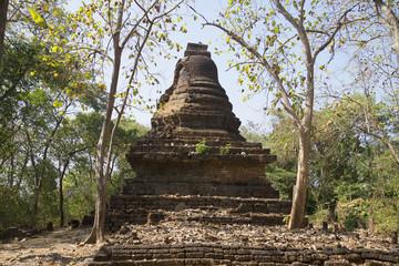 Руины старинного храма Ват Кхао Суван Кхири. Таиланд