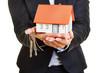 canvas print picture - Hände vom Makler halten Haus und Schlüssel