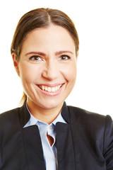 Bewerbungsfoto einer lächelnden Geschäftsfrau