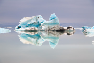 Reflet d'icebergs en Islande