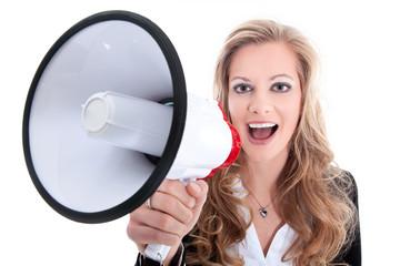Junge hübsche Frau verkündet Neuigkeiten per Megafon