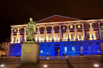 place du palais de justice de nuit-chambéry