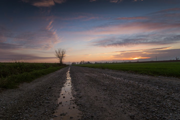 Tramonto autunnale in campagna