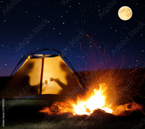 Foto op Aluminium Kamperen Night camping in the mountains.