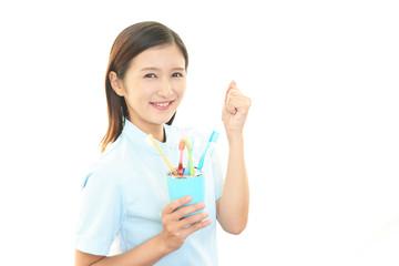 ガッツポーズの歯科衛生士