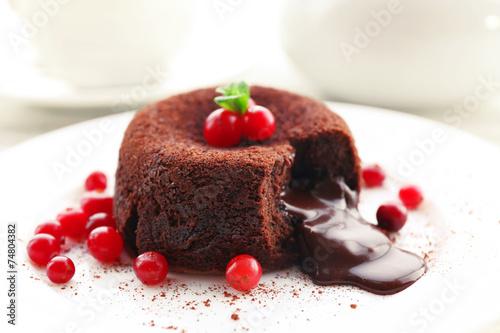 Papiers peints Dessert Hot chocolate pudding with fondant centre on plate, close-up