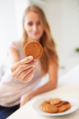 Woman Eats Ginger Biscuit To Stop Nausea Of Morning Sickness