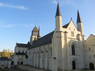 Maine-et-Loire -Fontevraud - Abbatiale - Vue Nord-Ouest