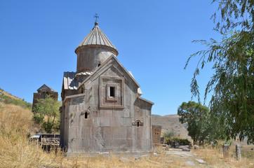 Древний монастырь Тсахацкар в горах Армении