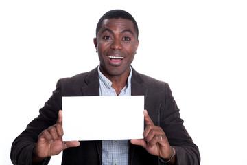 Junger afroamerikanischer Geschäftsmann zeigt leere Karte