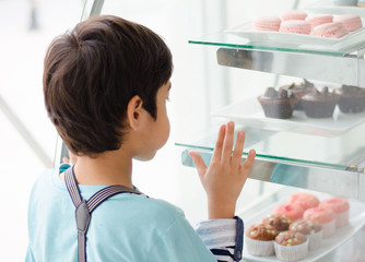 Little boy at the bakery shop