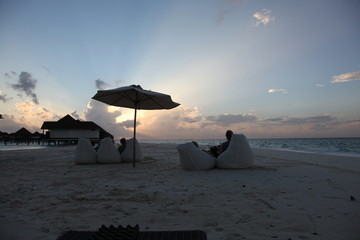 Sundowner auf Malediven Insel