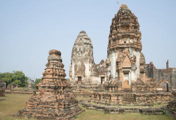 Пранги храма Ват Пхра Сри Ратана Махатхат в Лопбури. Таиланд