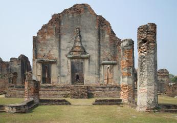 Руины бота храма Ват Пхра Сри Ратана Махатхат. Лопбури, Таиланд