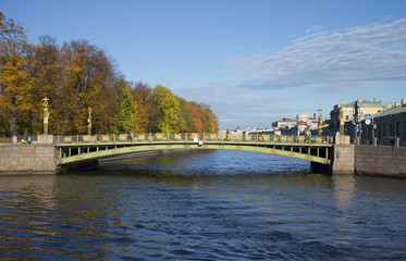 Пантелеймоновский мост октябрьским днем. Санкт-Петербург