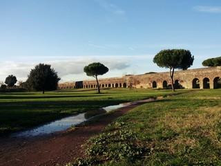 Parco degli Acquedotti a Roma dopo la pioggia