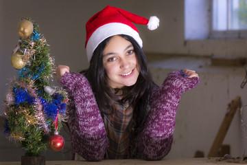 Gente joven felicitando la Navidad
