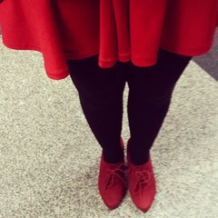 Red toe shoes skirt