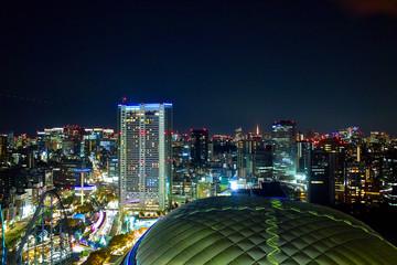東京の商業地区の夜景