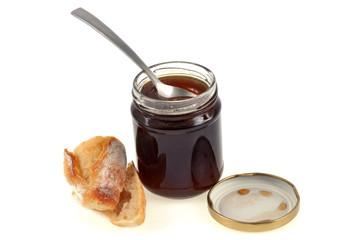 Un pot de miel et un morceau de pain