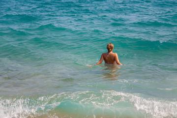 Girl enter in the sea