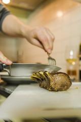 Lammrack, gebratene Lammkotelette, Familienessen, Schweiz