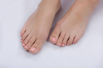 Hübsche Füße mit Nagellack
