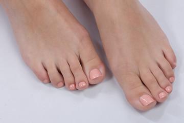 Lackierte Fußnägel