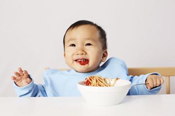 Kind isst Spaghetti 02