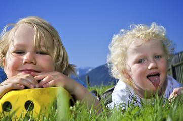 Kindern in den Bergen01