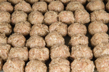 Rows of raw meatballs
