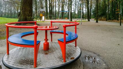 Spielplatz leer schlechtes Wetter