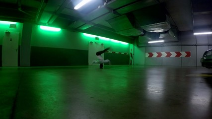 Breakdancer in the garage, 4K
