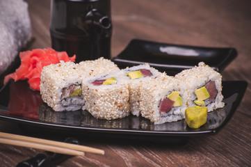 salmon tuna outside sushi roll