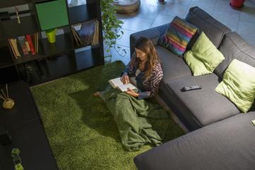 leggere sul tappeto