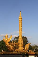 goldene Tempelstatue