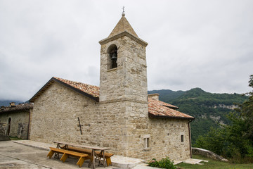 Chiesa di un paese di montagna