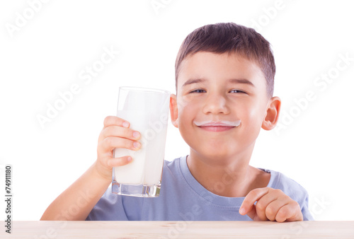 Boy with milk mustache - 74911180
