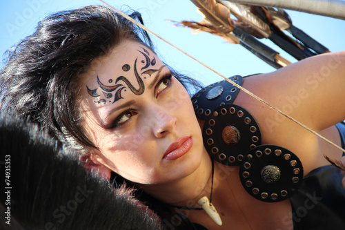 girl-warrior - Amazon armed with bow and arrows - 74935353