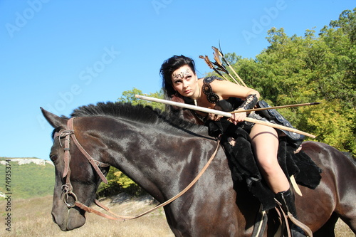 girl-warrior - Amazon armed with bow and arrows - 74935374