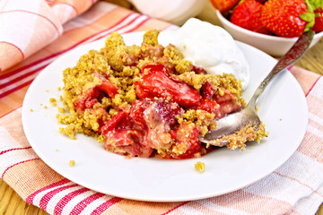 Crumble strawberry in plate on napkin
