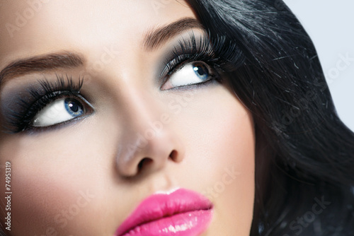 Plakat na zamówienie Brunette girl with healthy black hair and perfect makeup