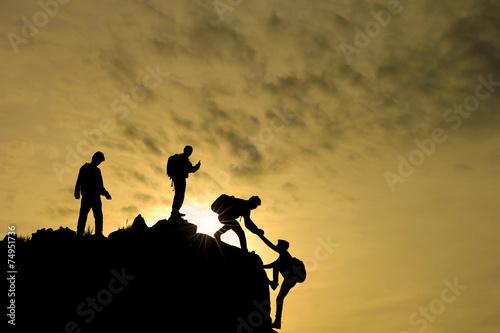 Fotobehang Alpinisme zirveye ulaşma başarısı